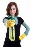La mujer tiene como objetivo la blanco fingida con el aerosol de la limpieza Imagen de archivo libre de regalías