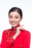 La mujer vietnamita encantadora en Ao Dai Traditional Dress aisló o Imagenes de archivo