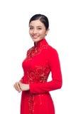 La mujer vietnamita encantadora en Ao Dai Traditional Dress aisló o Imagen de archivo