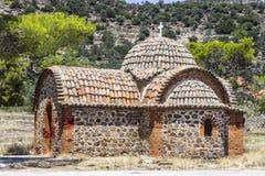 La muratura cristiana builded la costruzione di reminiscenza per i sacerdoti in Lemonas a Lesvos fotografia stock libera da diritti