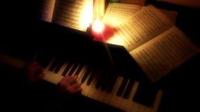 La musica nota gli strati e le candele stock footage