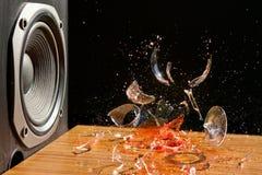 La musica rumorosa può causare il danno - colpo dello studio Fotografia Stock Libera da Diritti