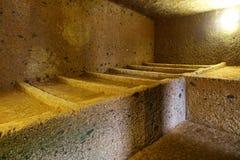 La nécropole d'Etruscan de Cerveteri, intérieur de la tombe Photographie stock