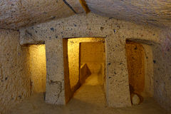 La nécropole d'Etruscan de Cerveteri, intérieur de la tombe Photo stock