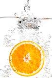 La naranja en agua Imágenes de archivo libres de regalías