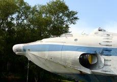 La nariz del ekranoplan aerotransportado del ` del aguilucho del ` del proyecto 904 en el depósito de Khimki en Moscú imagenes de archivo
