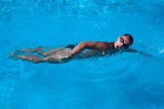 La natación del deportista Foto de archivo libre de regalías