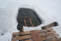 La natación del invierno fotos de archivo