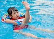 La natación del niño Foto de archivo libre de regalías