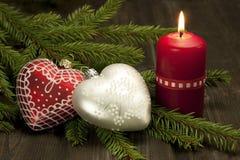 La natura morta di Natale con le candele ed il cuore formano la decorazione Fotografie Stock
