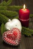 La natura morta di Natale con le candele ed il cuore formano la decorazione Immagine Stock Libera da Diritti
