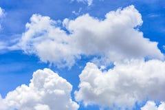 La naturaleza del cielo azul con la nube por la mañana foto de archivo libre de regalías