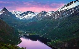 La naturaleza maravillosa cerca del pueblo de Geiranger, Noruega Imagen de archivo