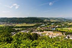 La naturaleza pasa por alto con los ríos en Suiza Fotos de archivo libres de regalías