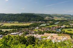 La naturaleza pasa por alto con los ríos en Suiza Foto de archivo libre de regalías