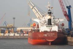 La nave carga la chatarra Fotos de archivo libres de regalías