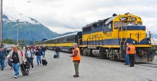 La nave da crociera della ferrovia dell'Alaska cade fuori Immagine Stock