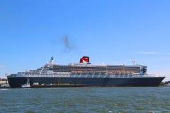 La nave da crociera di Queen Mary 2 si è messa in bacino al terminale di crociera di Brooklyn Immagini Stock