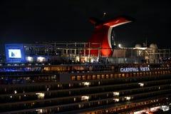La nave da crociera di vista di carnevale accesa alla notte Immagini Stock Libere da Diritti