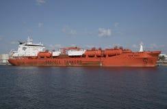 La nave de petrolero química junto a puerto apisuena los E.E.U.U. Imagen de archivo libre de regalías