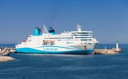 La nave del transbordador de Kalliste amarró en el puerto de Propriano Imagen de archivo
