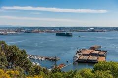 La nave entra nel porto di Tacoma Immagine Stock