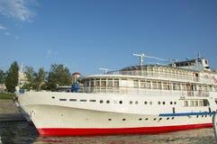 La nave está en el muelle Imagen de archivo