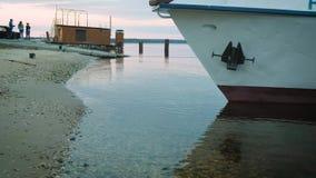 La nave está en el puerto metrajes