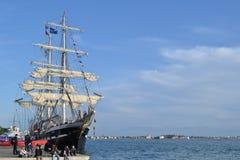 La nave histórica aparejada llena Belem de Greenpeace se ancla como museo del aire abierto para visitar en el lagune de Venecia fotos de archivo libres de regalías