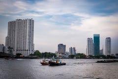 La nave passeggeri è nel fiume Tailandia di chaopraya Fotografia Stock Libera da Diritti
