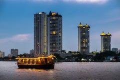 La nave passeggeri è nel fiume Tailandia di chaopraya Immagine Stock Libera da Diritti