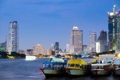 La nave passeggeri è nel fiume Tailandia di chaopraya Fotografie Stock Libere da Diritti