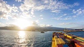 La nave porta-container va port archivi video