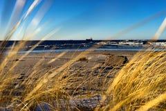 La nave registra il porto nel forte vento dell'inverno Fotografia Stock Libera da Diritti