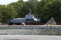 La nave sulla riparazione nell'area Baltiysk dell'acqua del porto marittimo lavora 1946 immagine stock libera da diritti
