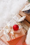 La Navidad, Año Nuevo, bolas rojas de la Navidad Foto de archivo
