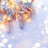La Navidad adornó el árbol del día de fiesta sobre el fondo blanco Fotografía de archivo libre de regalías