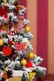 La Navidad adornó el árbol, tiempo del día de fiesta Imagen de archivo libre de regalías