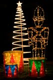 La Navidad adornó la yarda delantera Foto de archivo libre de regalías