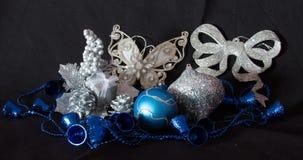 La Navidad adorna el azul y la plata Imágenes de archivo libres de regalías