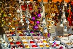 La Navidad adorna el escaparate Imagen de archivo