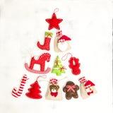 La Navidad adorna el fondo de los días de fiesta de los bolsos del regalo de las decoraciones Foto de archivo libre de regalías
