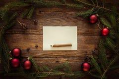 La Navidad adorna el fondo, espacio para el texto Fotografía de archivo libre de regalías