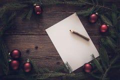 La Navidad adorna el fondo, espacio para el texto Imagen de archivo