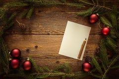 La Navidad adorna el fondo, espacio para el texto Foto de archivo libre de regalías