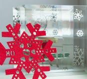 La Navidad adorna el fondo, la vela y el copo de nieve con el espacio de la copia Imágenes de archivo libres de regalías