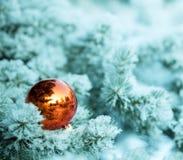La Navidad adorna la bola Fotos de archivo