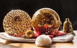 La Navidad adorna la bola de cristal Fotos de archivo libres de regalías