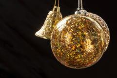 La Navidad adorna la bola de cristal Foto de archivo libre de regalías