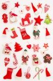 La Navidad adorna las vacaciones de invierno blancas del fondo de las decoraciones Fotos de archivo